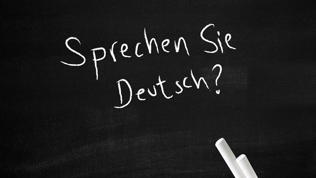 Schiefertafel mit der Frage Sprechen Sie deutsch